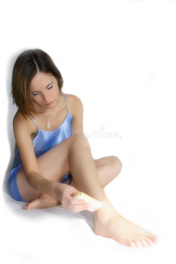 Frau mit Pinzette lizenzfreie stockfotos