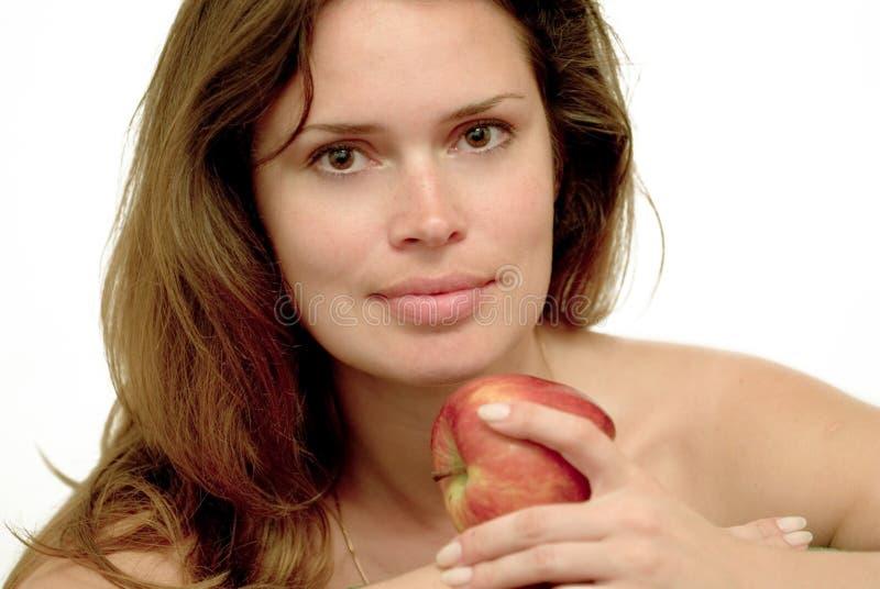 Frau mit rotem Apfel lizenzfreie stockfotos