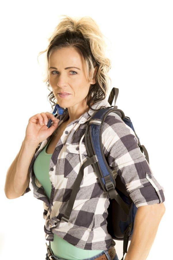 Frau mit Rucksackabschluß oben stockfoto