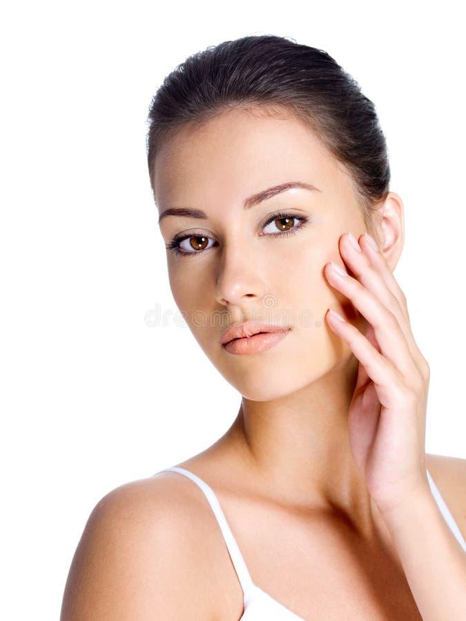 Frau mit sauberer Haut auf einem Gesicht stockbild