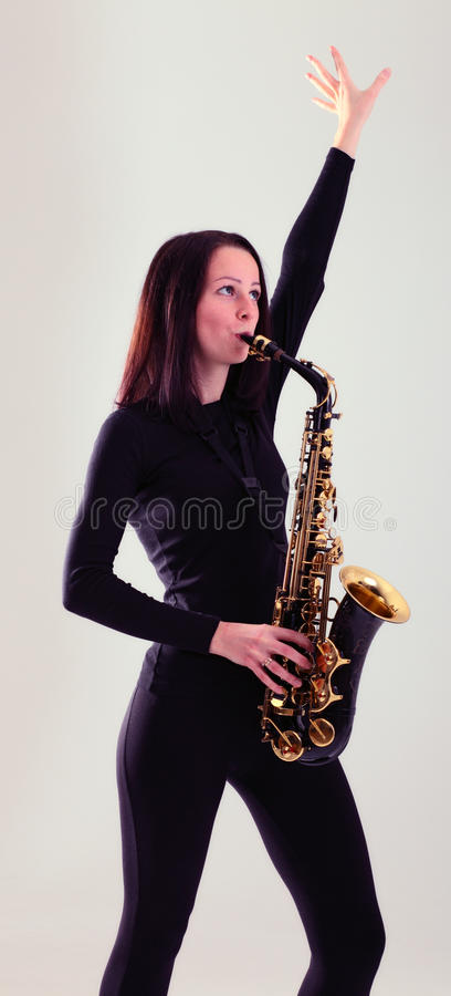 Frau mit Saxophon. stockfoto