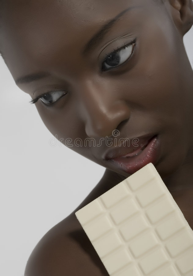 Frau mit Schokolade stockfotos