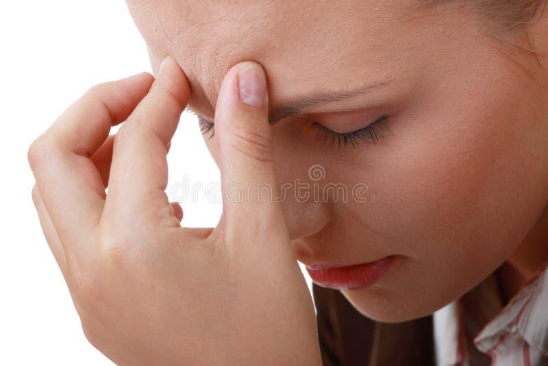 Frau mit strengen Migräne-Kopfschmerzen lizenzfreie stockfotografie