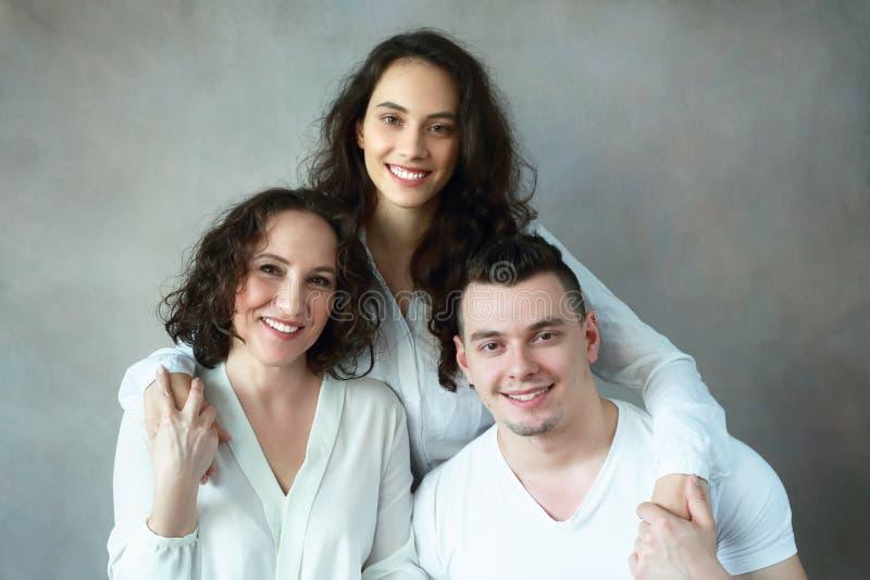 Frau mit Tochter und Sohn lizenzfreie stockfotos