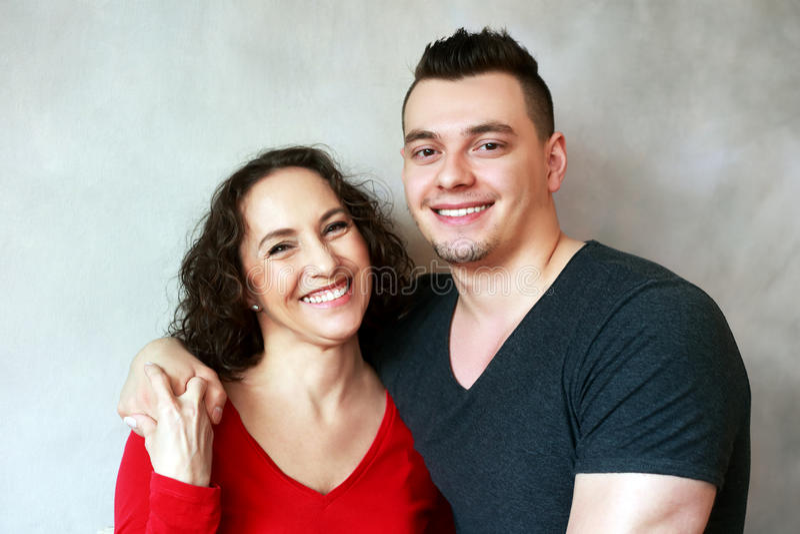 Frau mit Tochter und Sohn lizenzfreie stockbilder