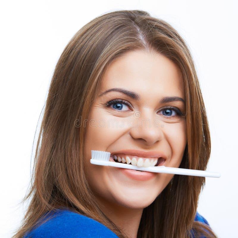 Frau mit toothy Bürste
