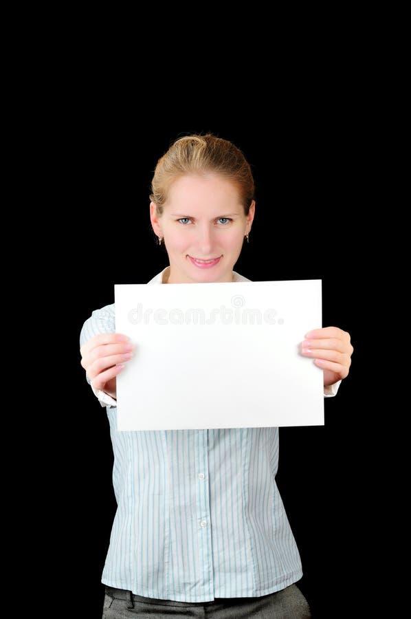 Frau mit unbelegter Anschlagtafel stockfoto