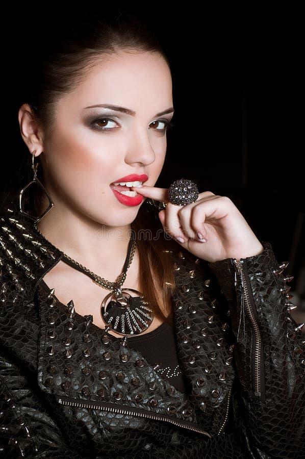 Download Frau mit Verfassung stockbild. Bild von glam, diva, kosmetik - 27731817