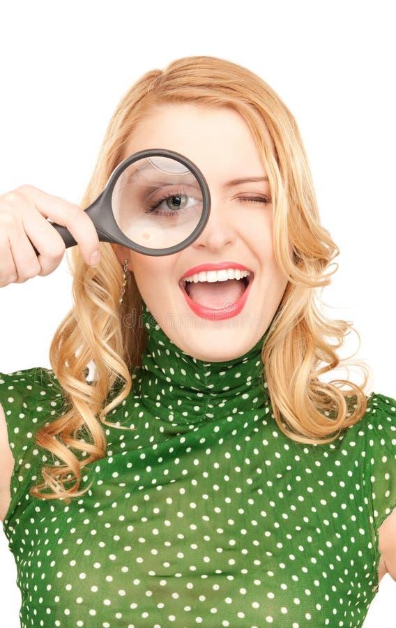 Frau mit Vergrößerungsglas lizenzfreies stockfoto