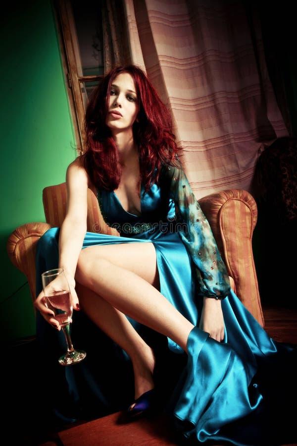 Frau mit Wein stockbilder