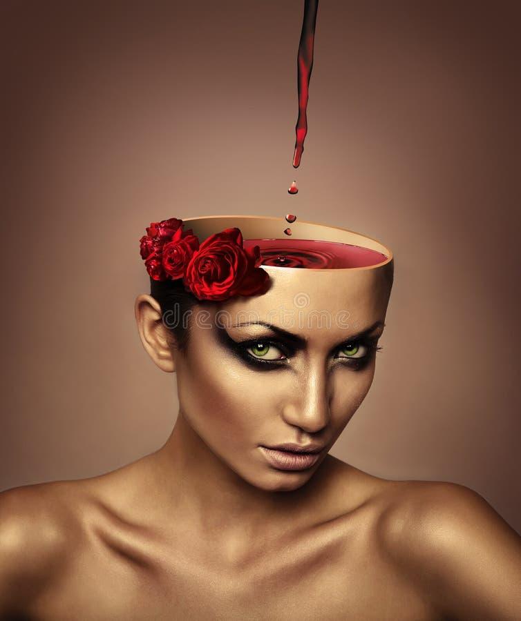 Frau mit Wein im Kopf lizenzfreie stockbilder