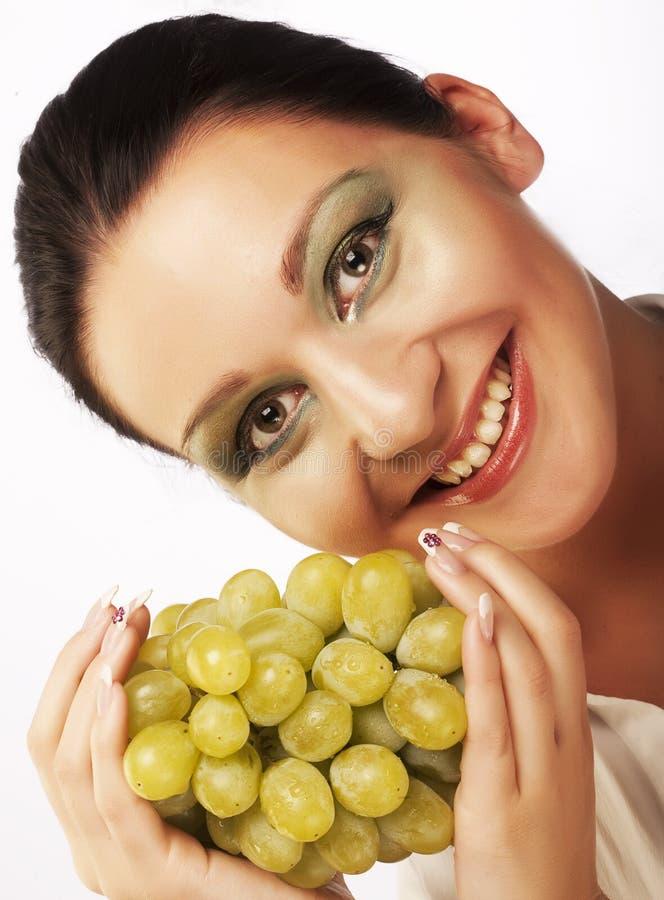 Frau mit Weintraube stockfoto