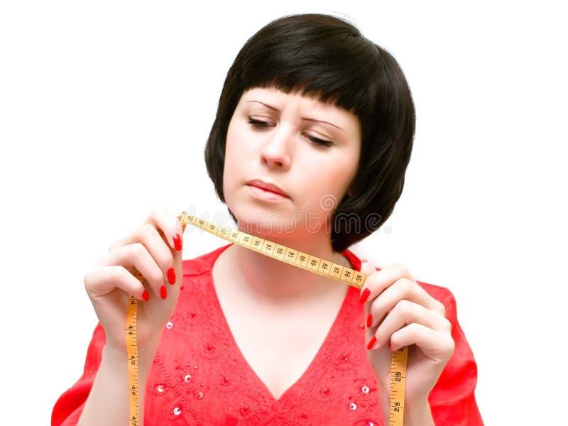 Frau mit Zentimeter lizenzfreie stockfotos