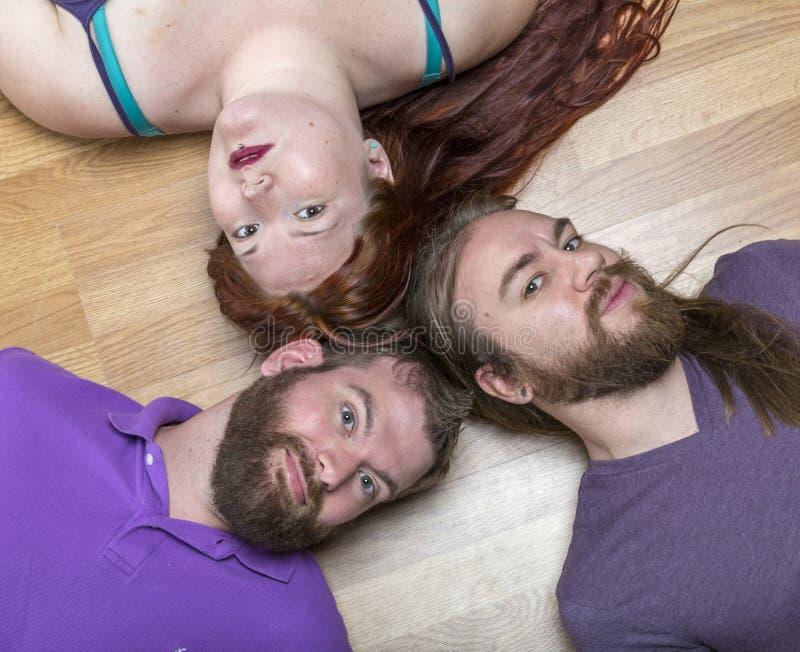 Frau mit zwei Männern lizenzfreie stockfotos