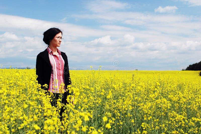 Frau in Natur 2 stockbild