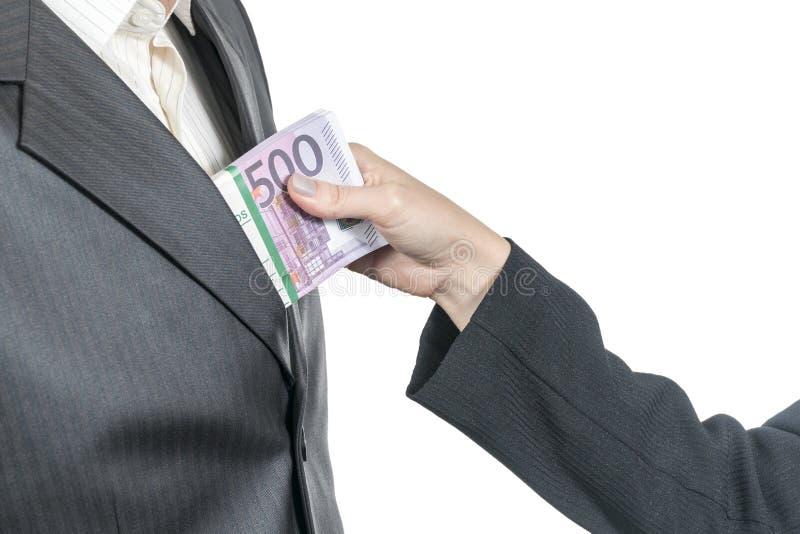 Frau nimmt Geld von der Manntasche lizenzfreie stockfotografie