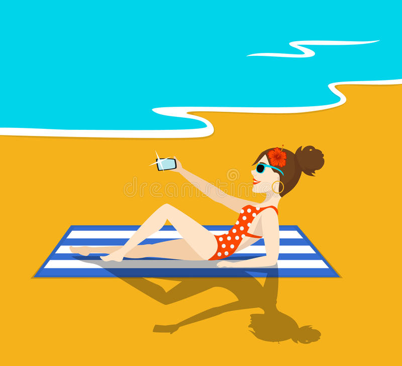 Frau nimmt selfie auf dem Strand lizenzfreie abbildung