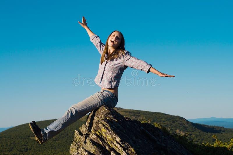 Frau oben auf den Wold lizenzfreies stockfoto