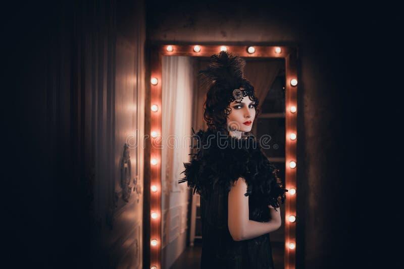 Frau, Porträt im Retrostil lizenzfreie stockbilder
