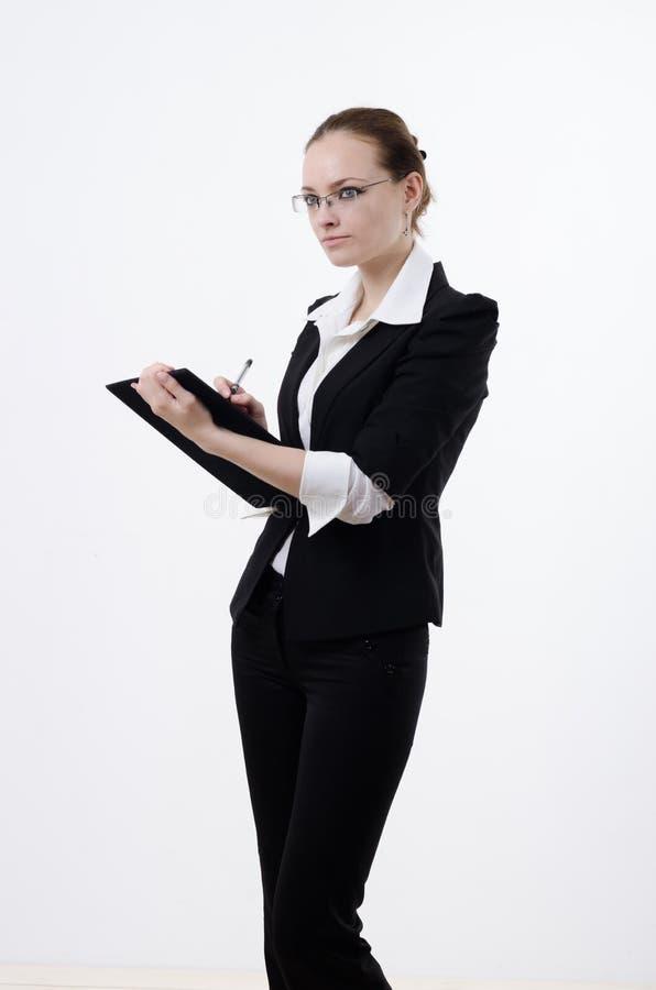 Frau schreibt etwas stockfoto