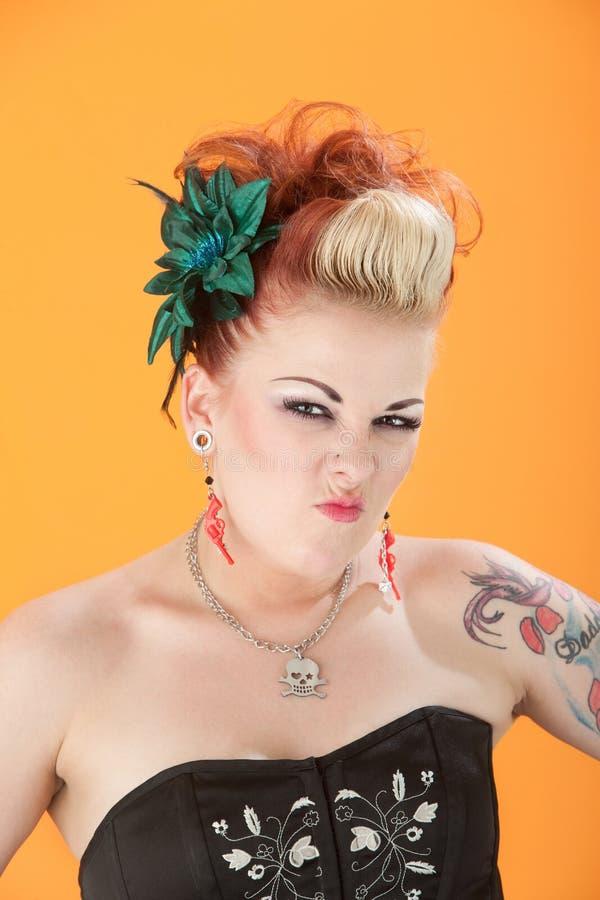 Frau schrumpft ihre Wekzeugspritze lizenzfreies stockfoto