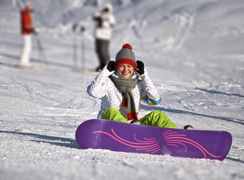 Frau snowboarde lizenzfreies stockbild