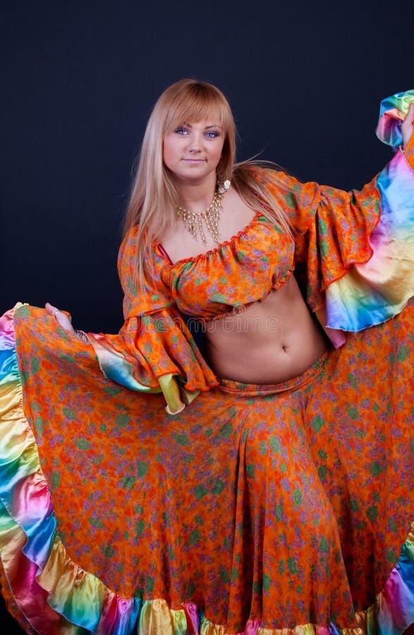 Frau tanzt lizenzfreies stockfoto