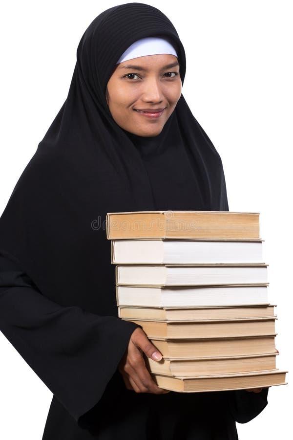 Frau trägt Bücher stockfotografie