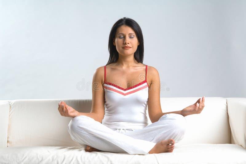 Frau u. Meditation lizenzfreie stockfotografie
