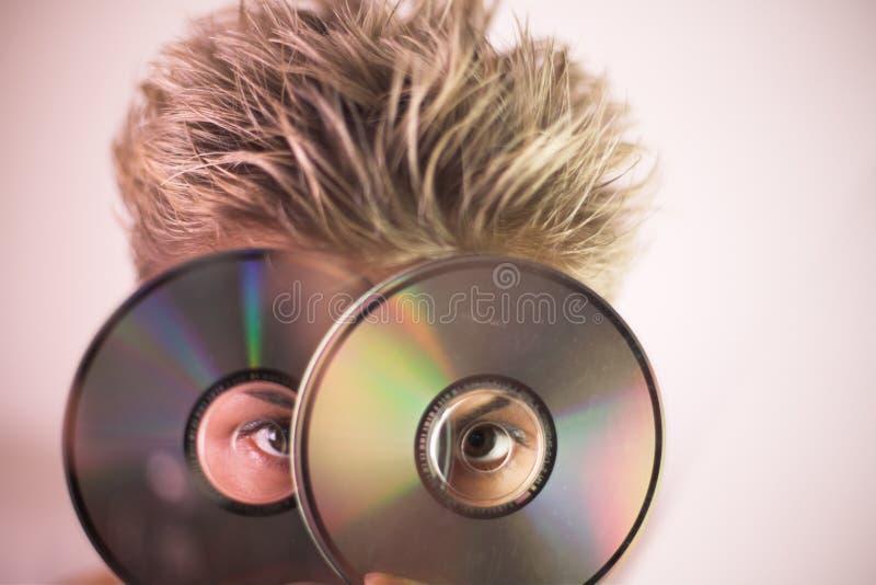 Frau und CD lizenzfreies stockfoto