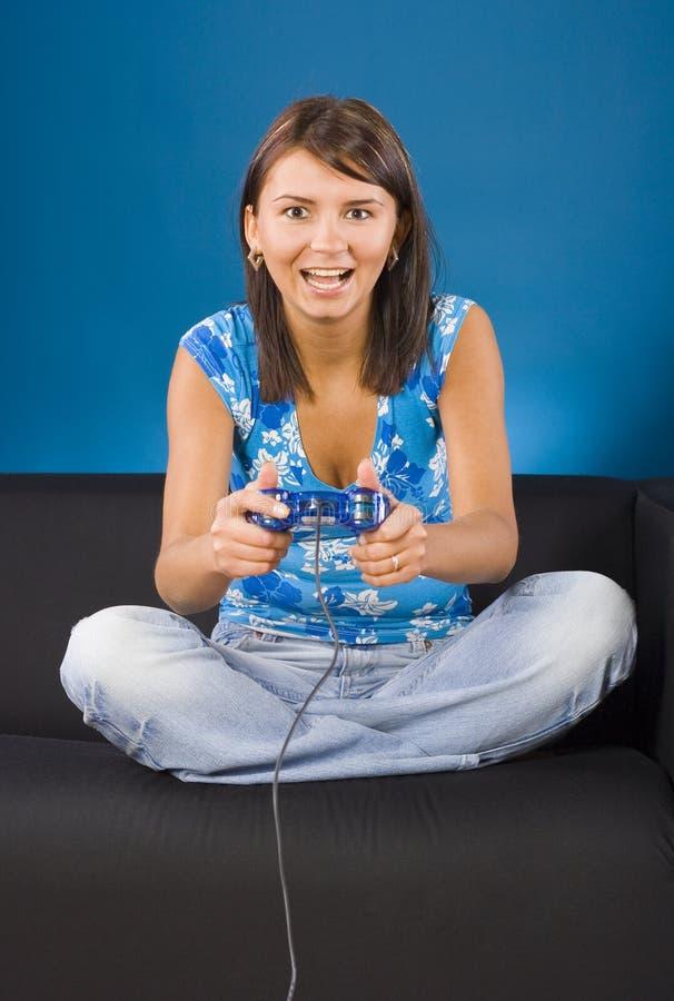 Frau und das Computerspiel lizenzfreies stockbild