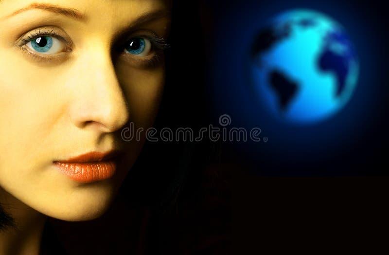 Frau und die Erde stockbild