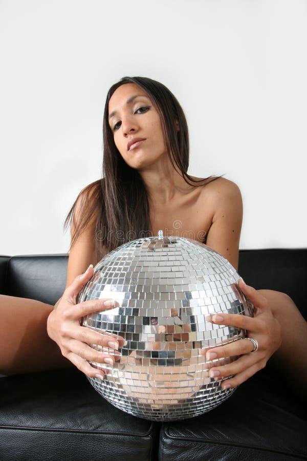 Frau und discoball stockfotografie