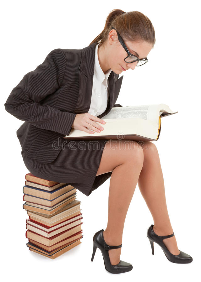 Frau und ein Stapel der Bücher lizenzfreie stockfotos