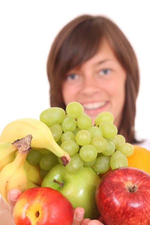 Frau und Früchte lizenzfreie stockfotografie