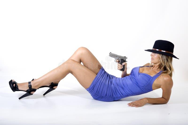Frau und Gewehr stockfotos