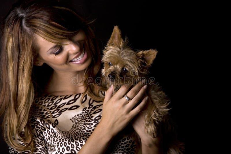 Frau und Hund lizenzfreie stockfotografie