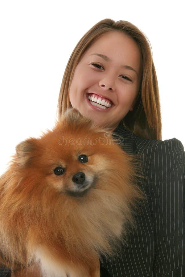 Frau und Hund lizenzfreies stockfoto