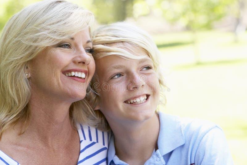 Frau und ihr Sohn lizenzfreie stockfotografie