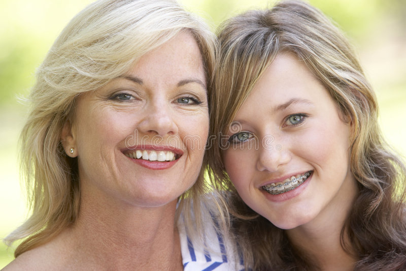 Frau und ihre jugendliche Tochter stockfotografie