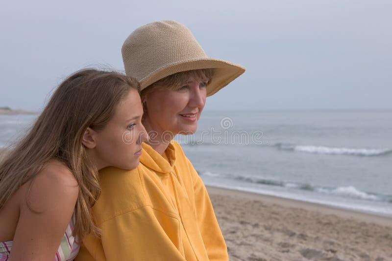 Frau und jugendlich lizenzfreies stockfoto