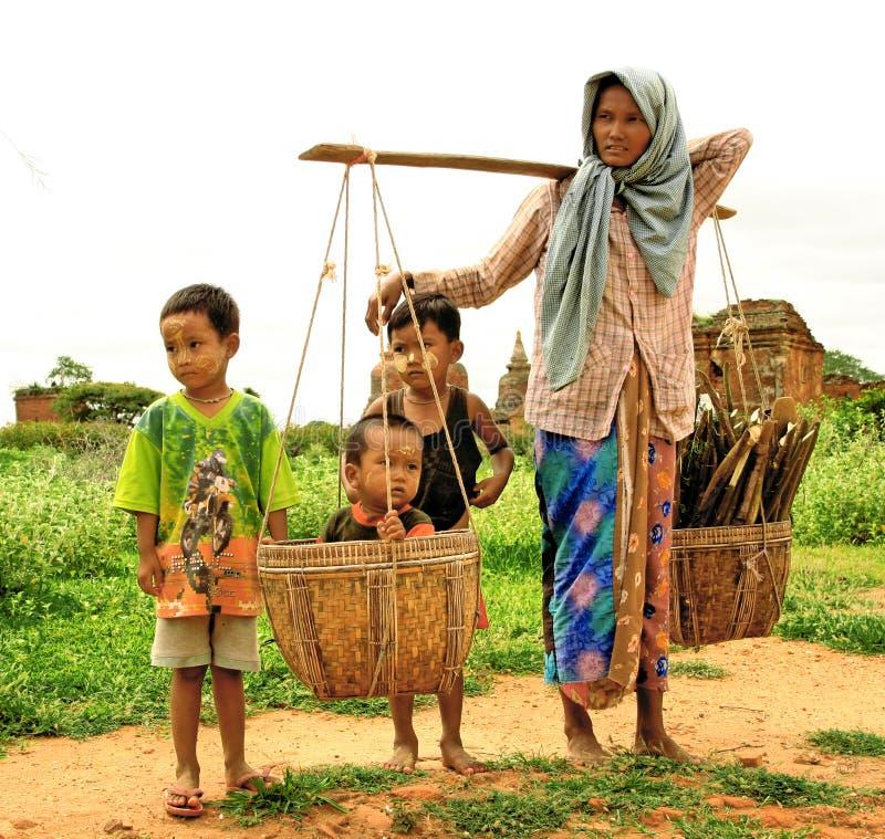 Frau und Kind lizenzfreie stockfotografie