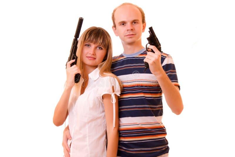 Frau und Mann mit Gewehren lizenzfreie stockfotos