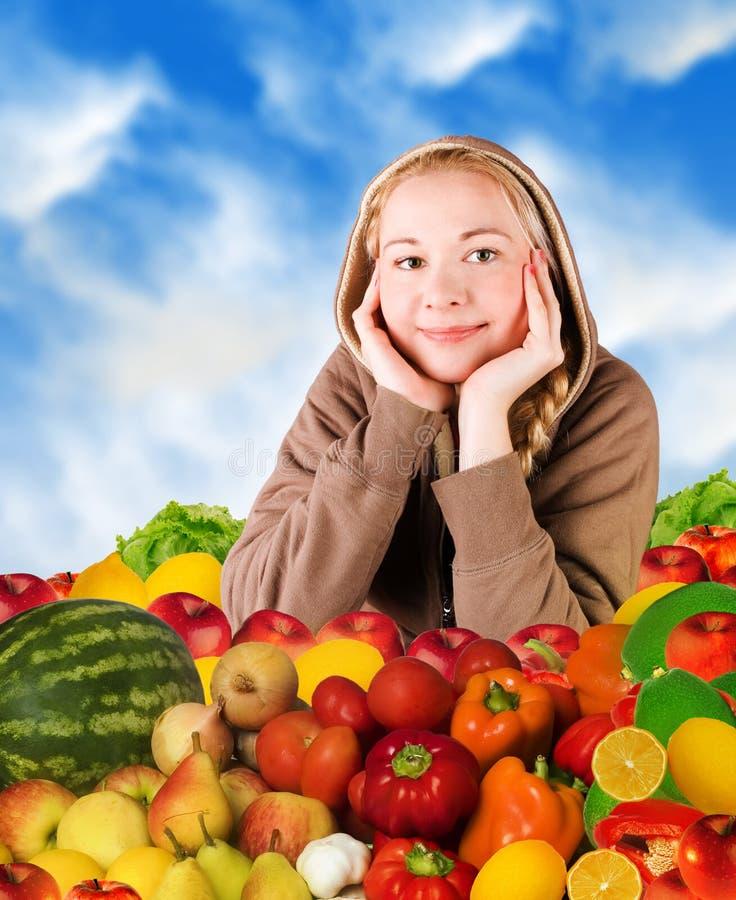Frau und Nahrung lizenzfreie stockbilder