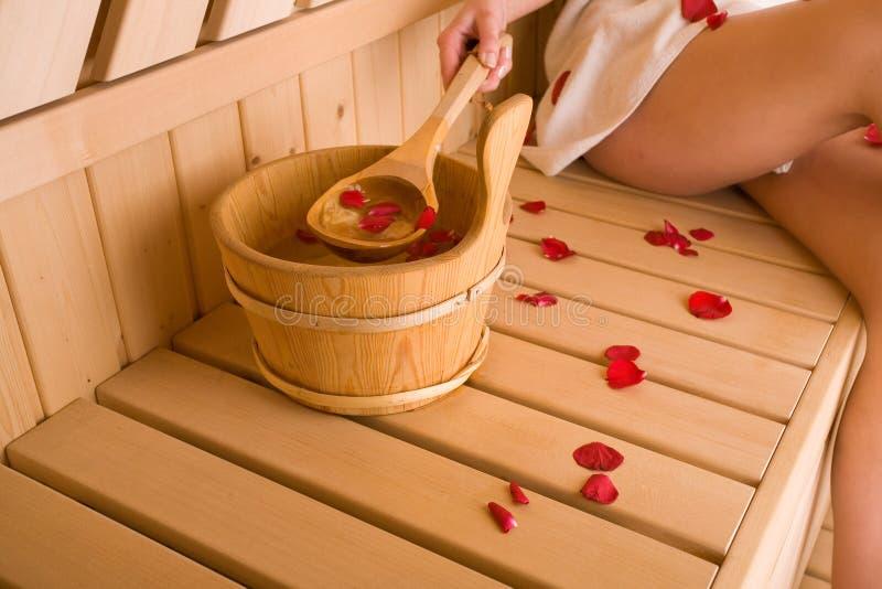Frau und Sauna lizenzfreie stockfotos