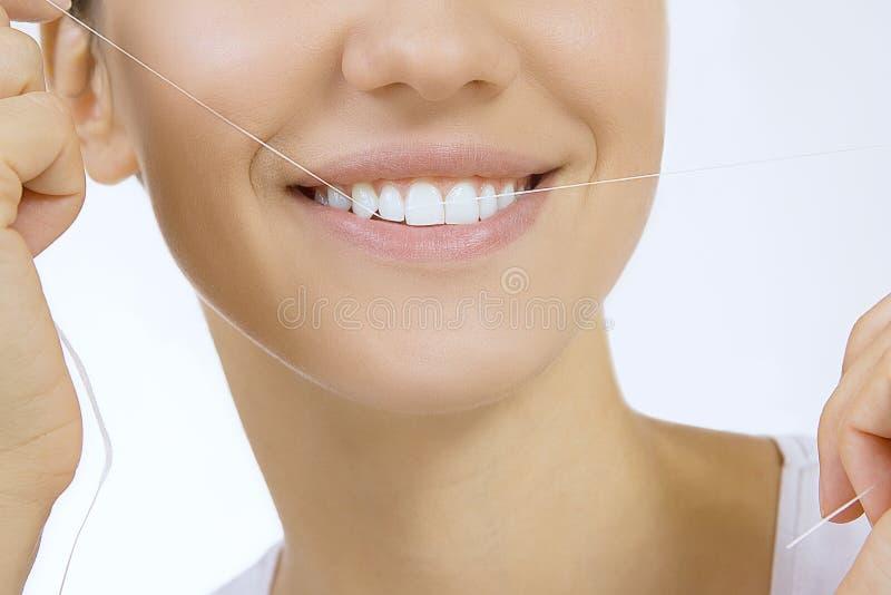 Frau und Zahnglasschlacke lizenzfreie stockbilder