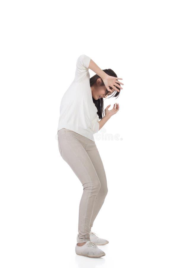 Frau unter Angriff lizenzfreie stockfotos