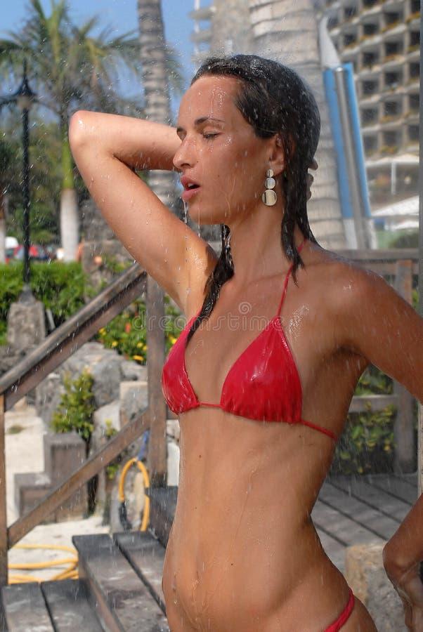 Frau unter dem Wasser lizenzfreie stockfotografie