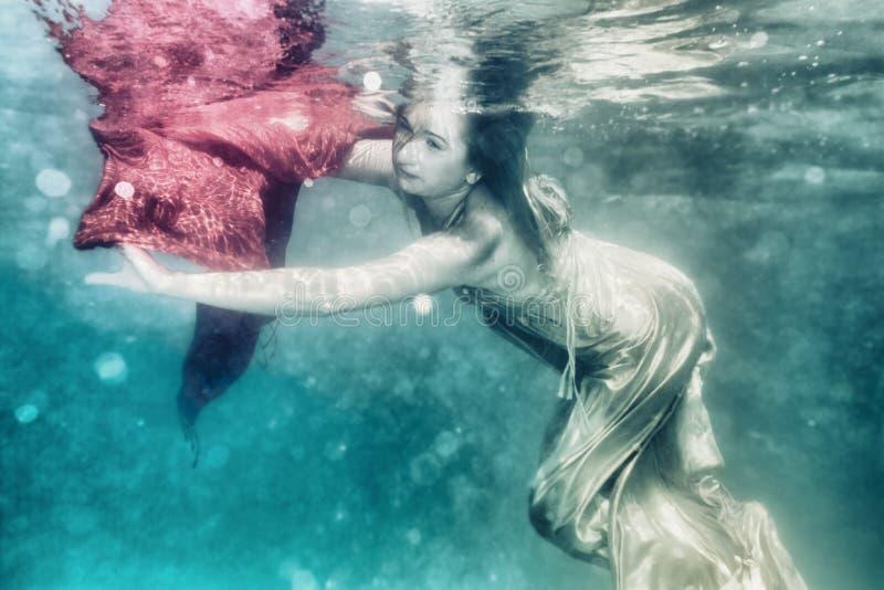 Frau Unterwasser stockbild