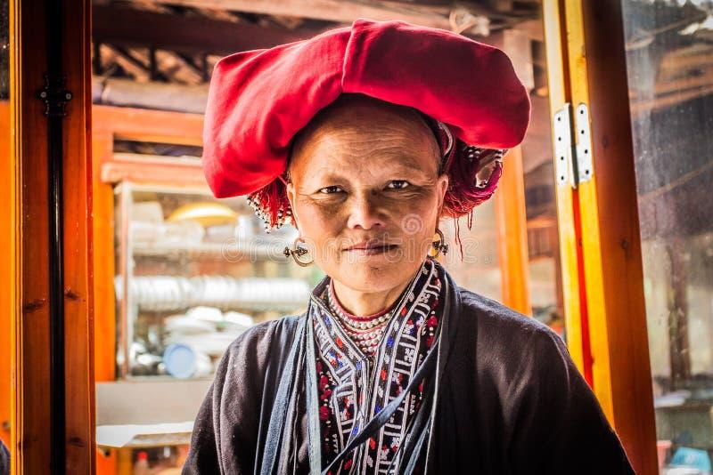 Frau von rotem Dao Minority Group in Sapa, Vietnam lizenzfreies stockbild
